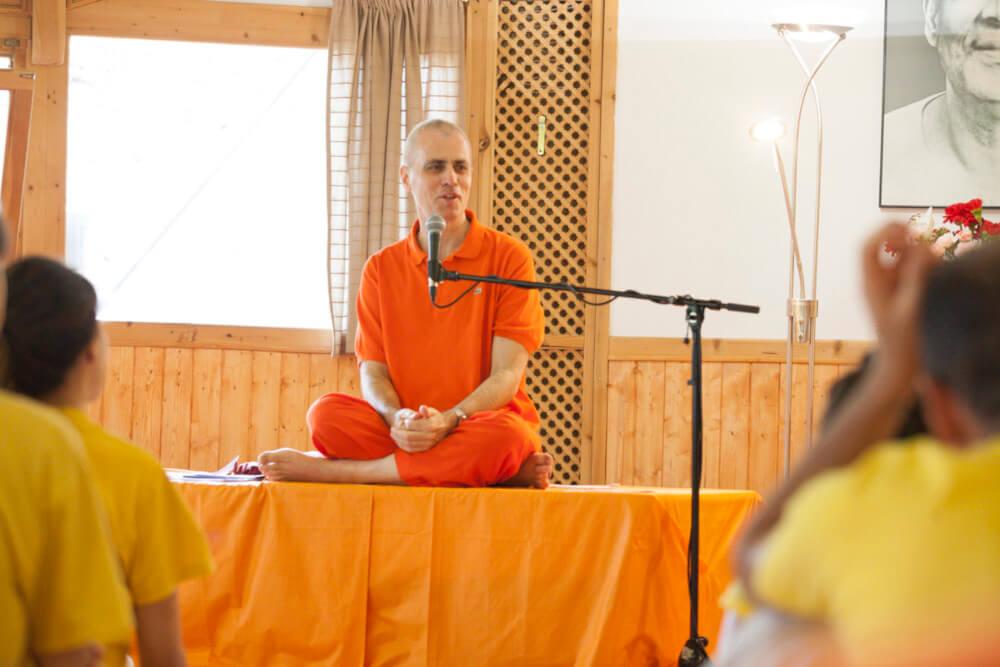 Programa especial con Swami Sivadasananda