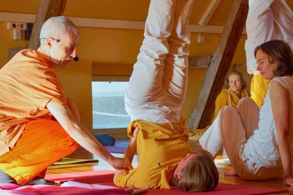 Programa especial con Swami Sivadasananda, Yoga Acharya